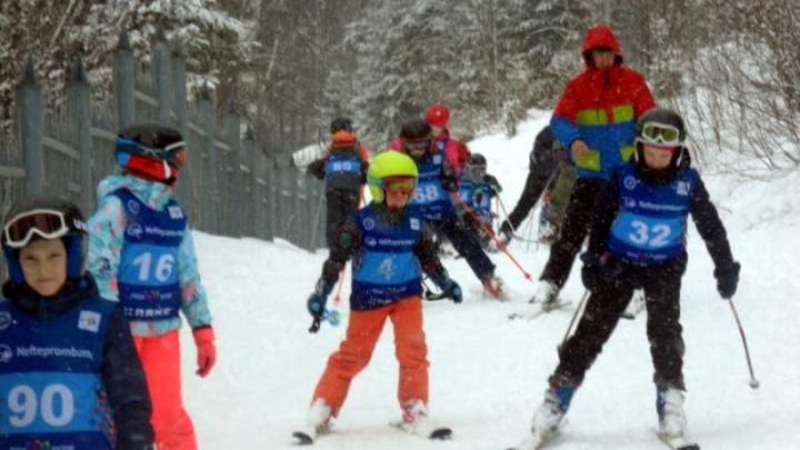 В ДЮСШ Мысков прошло первенство по горнолыжному спорту