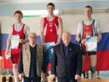 Спортсмены из Мысков успешно выступили на соревнованиях по тяжелой атлетике