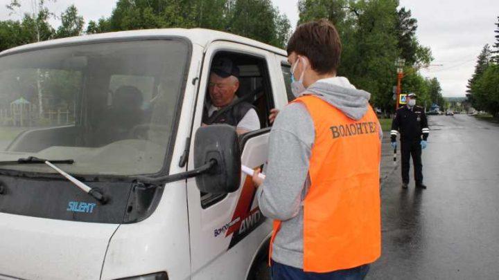Волонтёры отряда «Лидер» и ГИБДД напомнили водителям о правилах проезда пешеходного перехода
