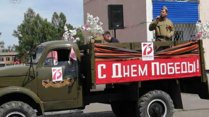 Творческие коллективы «Наследники Победы» поздравили мысковчан на улицах города