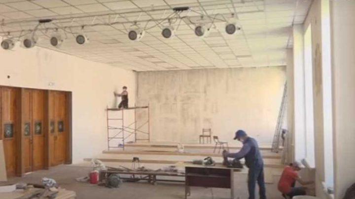В Мысках проводится ремонт в детской школе искусств №3