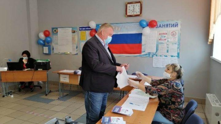 Глава Мысков Евгений Тимофеев в числе первых принял участие в голосовании по поправкам в Конституцию Российской Федерации