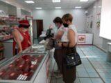 В Мысках продолжаются рейды по соблюдению масочного режима на предприятиях потребительского рынка